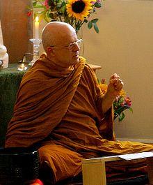 La Succession des Causes Racines (Canon Pali) dans Les enseignements du Dharma 220px-ajaan_goeff_dhamma_talk_cropped